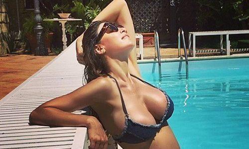 Cecilia Capriotti in Bikini e Pancione dalla Sicilia
